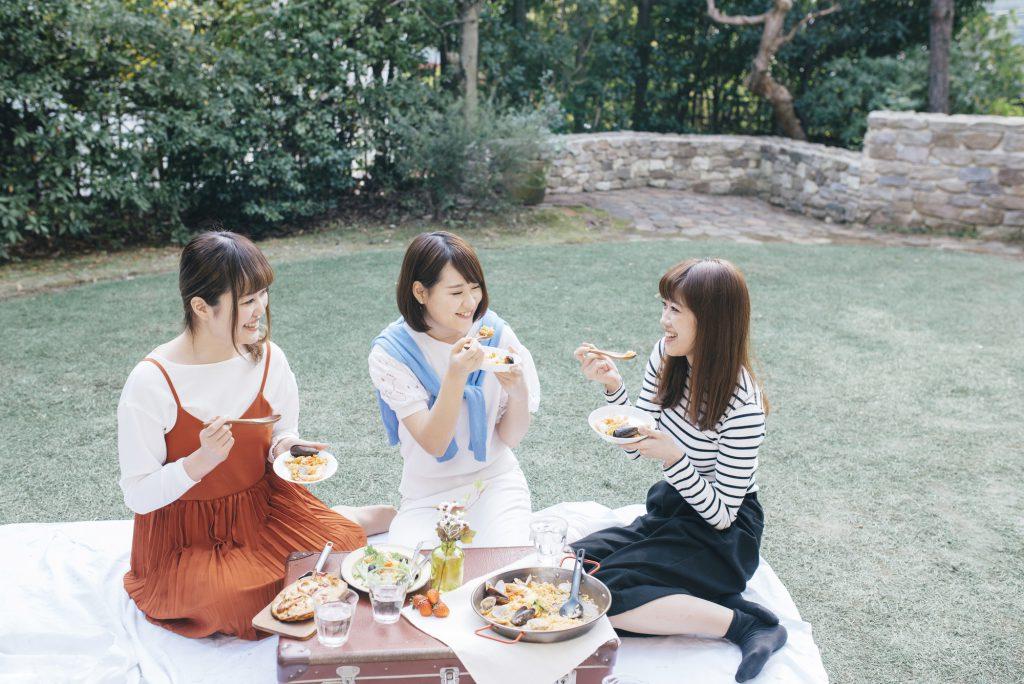 女子 3人 ピクニック