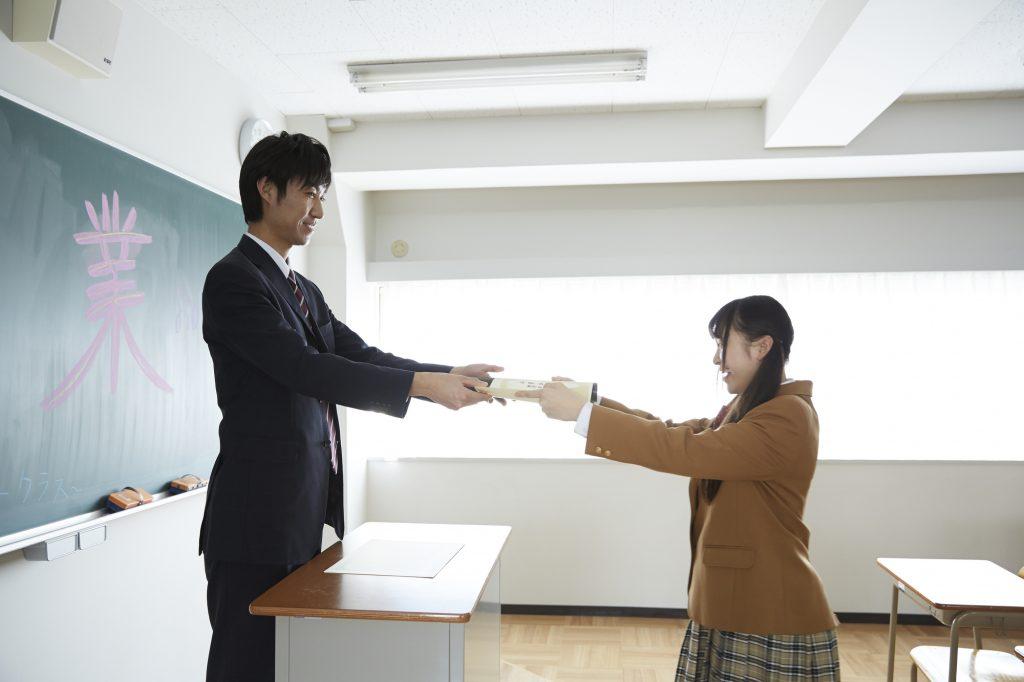 卒業式 男性教師 女生徒