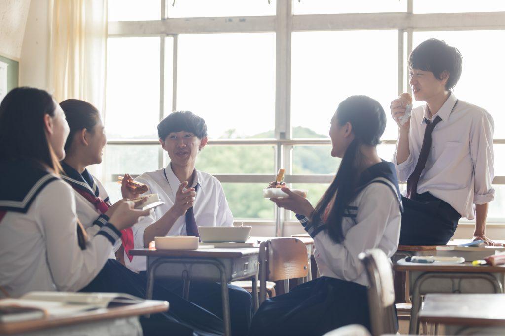 高校生 男女 教室