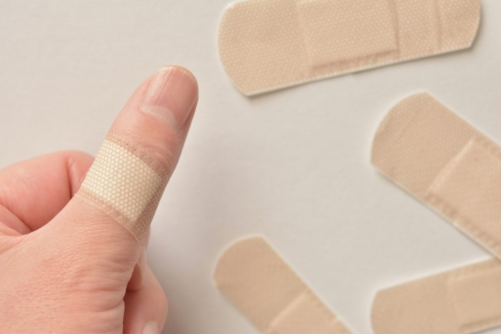 絆創膏 指