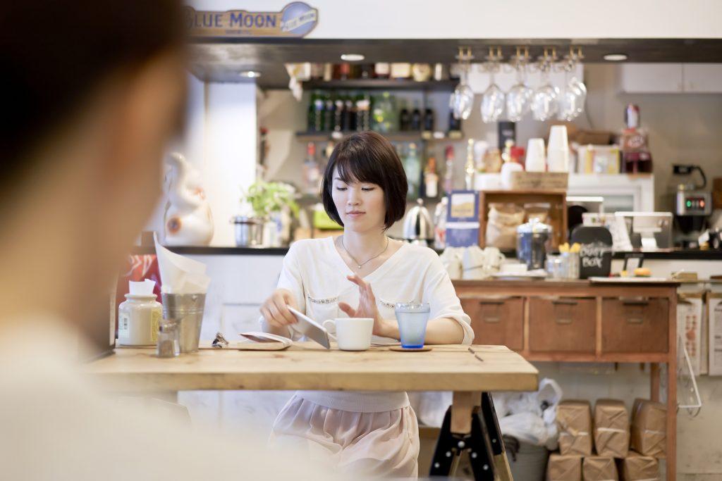 女性 カフェ