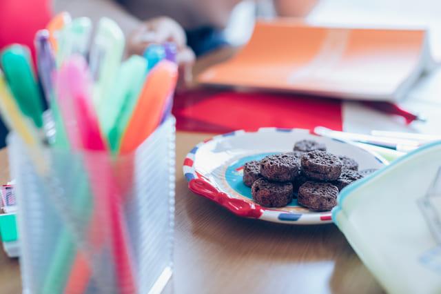 お菓子 ペン立て 机