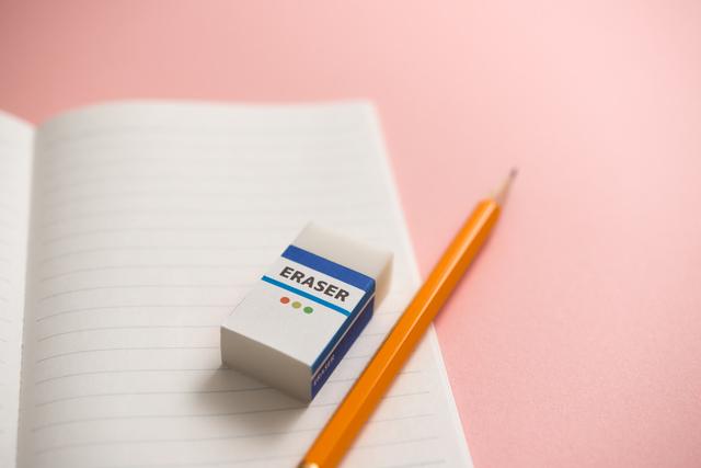 消しゴム 鉛筆 ノート