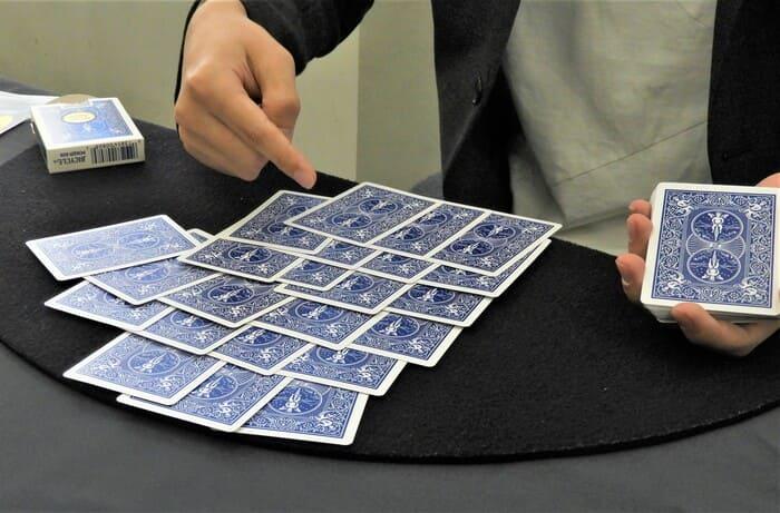 カード 並べる