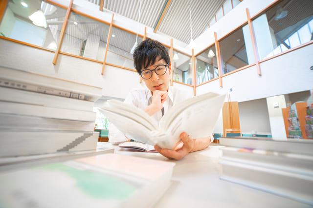 難しい 本 読む 男性