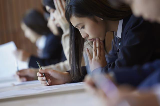 受験 女性 学生 大学 勉強
