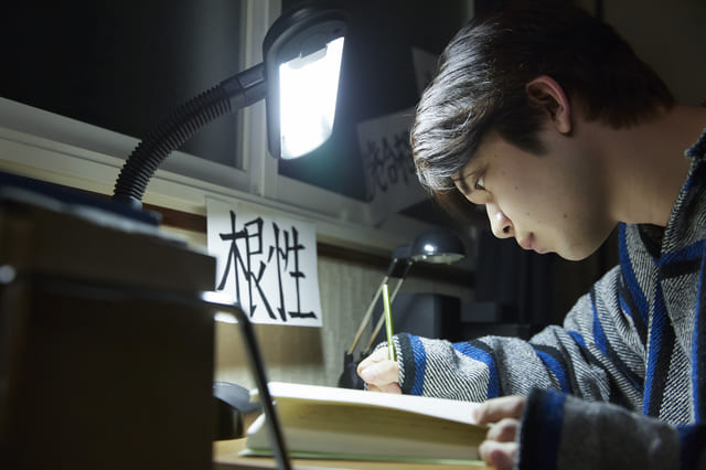 集中 学生 勉強 深夜