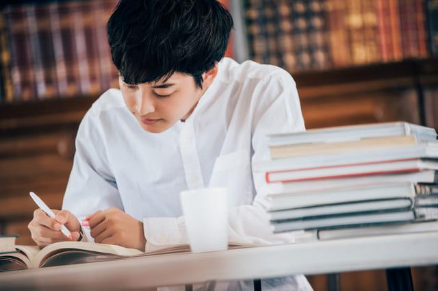 図書館 勉強 学生