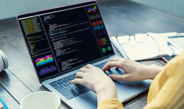 コーディング パソコン 女性